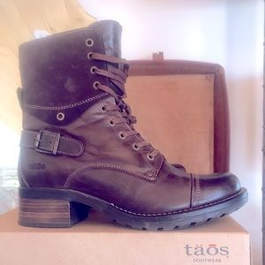 NWT TAOS crave chocolate lace up combat boot 10